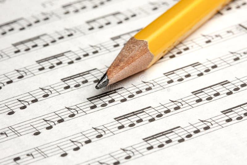 O lápis da partitura nota o close up imagem de stock