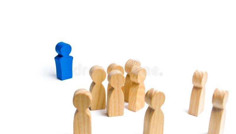 O líder fala um discurso que endereça uma multidão de povos Conceito do negócio do líder e das qualidades da liderança, gestão da fotografia de stock royalty free