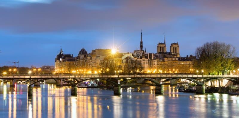 O la de Ile de menciona e Notre Dame de Paris Cathedrale, França fotografia de stock