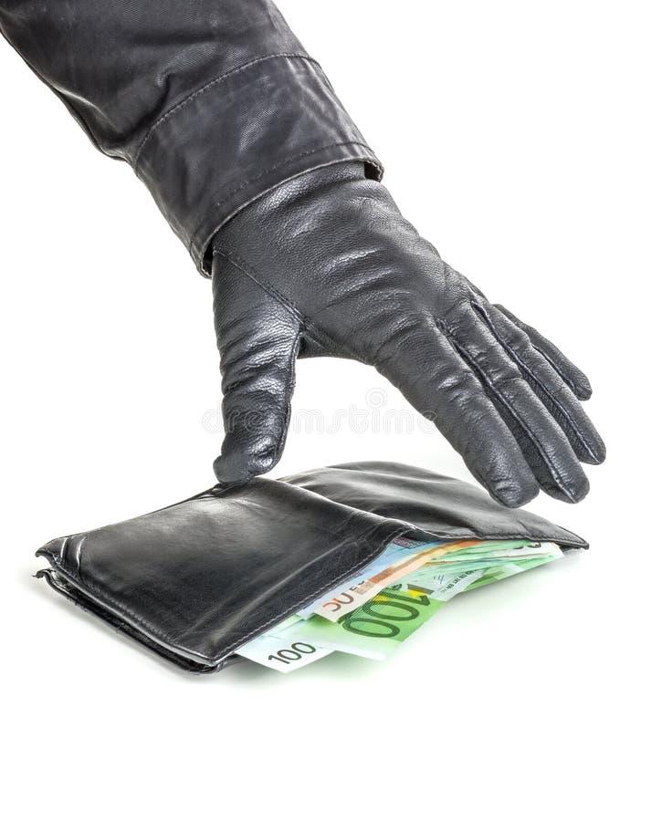 O ladrão com luva de couro está alcançando para uma carteira imagens de stock