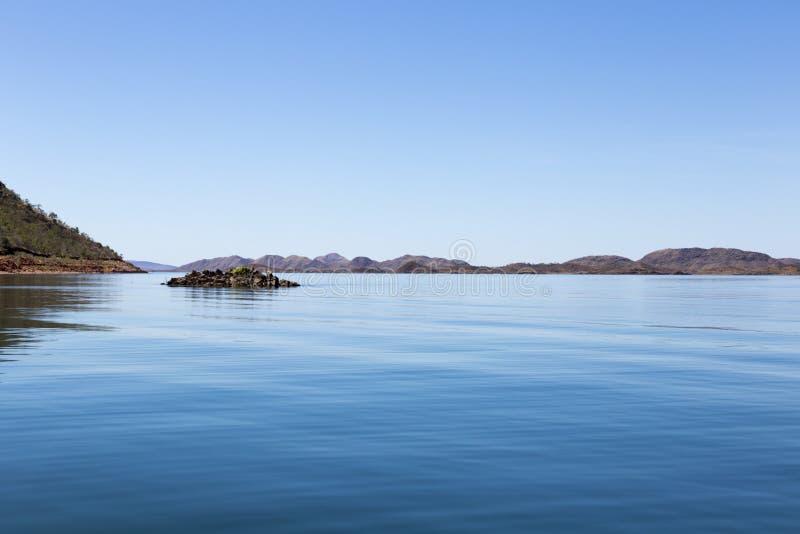 O lago Argyle é Austrália Ocidental a maior e o segundo de Austrália - o reservatório o maior pelo volume parte da irrigação do r imagem de stock