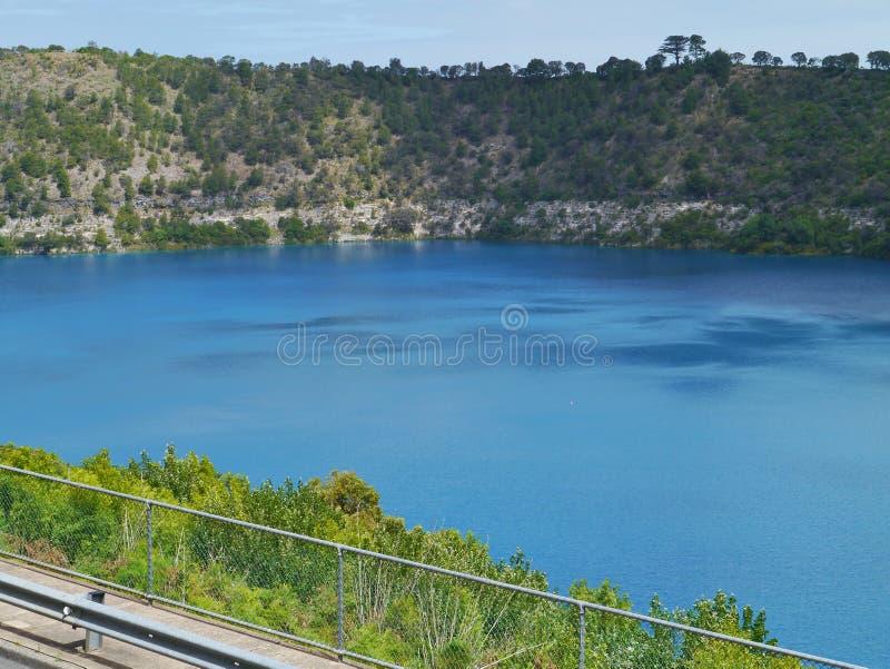 O lago azul na montagem Gambier fotografia de stock