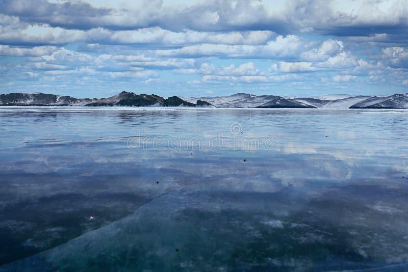 O Lago Baikal no inverno fotografia de stock royalty free