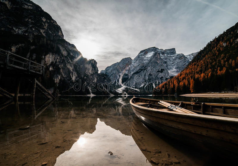 O lago Braies fotografia de stock royalty free