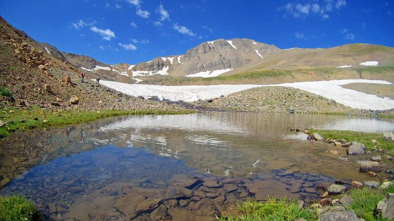 O lago da geleira Hesarcal em Alamkuh Irã fotos de stock royalty free