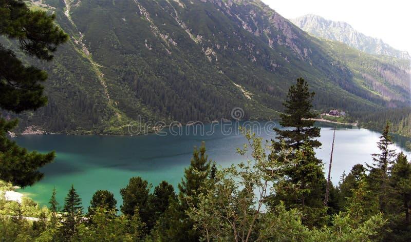 O lago do olho do mar capturou do trajeto à lagoa preta imagem de stock