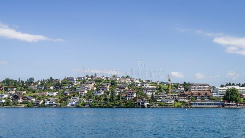 O lago e a vila lucern imagens de stock