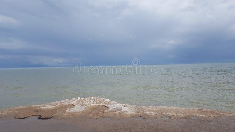 O Lago Erie em março fotos de stock