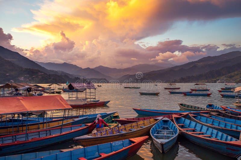 O lago Fewa no crepúsculo fotografia de stock