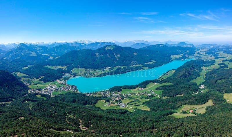 O lago Fuschlsee, é Salzkammergut, Áustria, no verão foto de stock royalty free