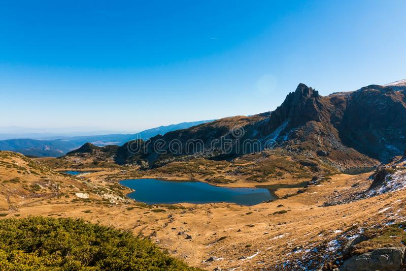 O lago gêmeo - o maior na área dos sete lagos Rila imagens de stock royalty free