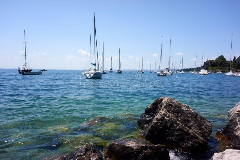 O lago Garda yachts, ITÁLIA/Lago Di Garda imagem de stock