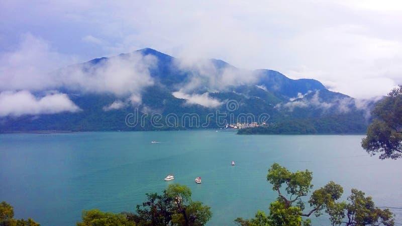O lago o maior lago na lua de Taiwan - de Sun imagem de stock royalty free