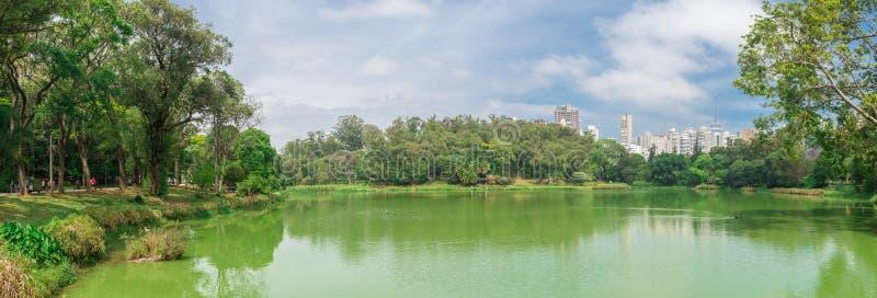 O lago no parque de Aclimacao em Sao Paulo foto de stock royalty free
