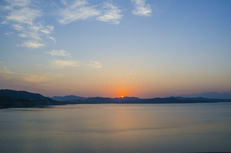 O lago no por do sol, Pequim foto de stock royalty free