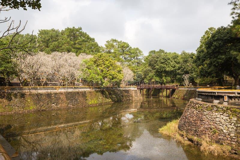 O lago no túmulo de Khiem da Turquia Duc em Hue Vietnam fotografia de stock royalty free