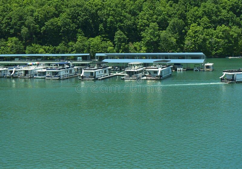 O lago Norris formou por Norris Dam no rebitamento do rio em Tennessee Valley EUA imagens de stock