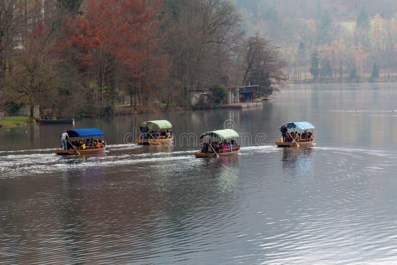 O lago sangrou barcos foto de stock royalty free