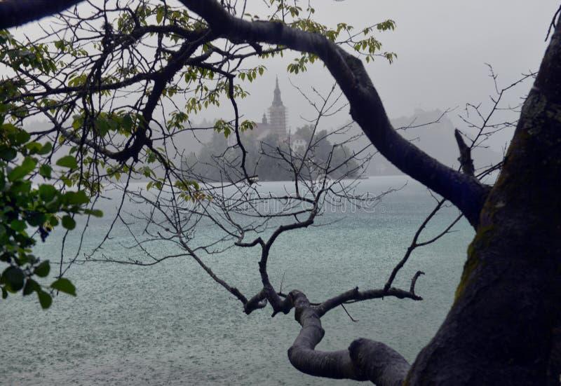 O lago sangrou com a igreja do St Marys da suposição na ilha pequena B imagem de stock royalty free