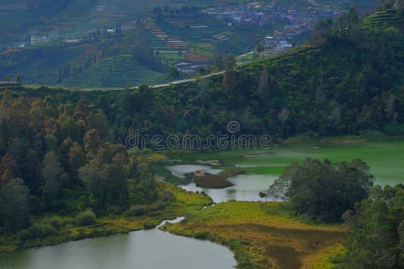 O lago Telaga Warna imagens de stock royalty free