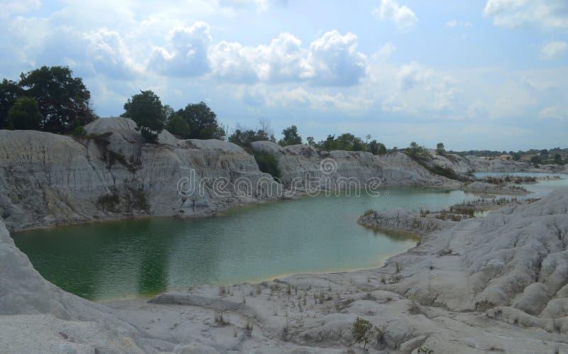O lago verde do caulim foto de stock