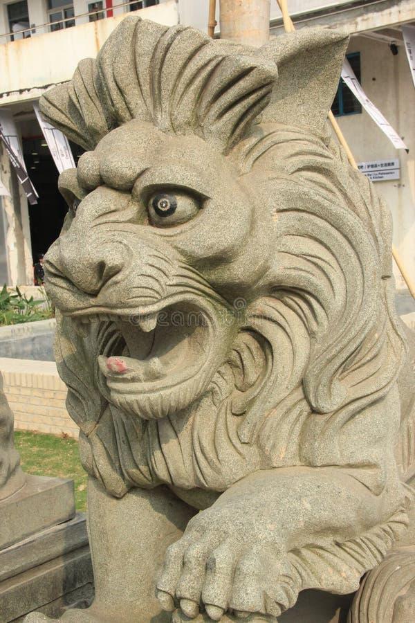 O leão de pedra na porta do governo imagem de stock