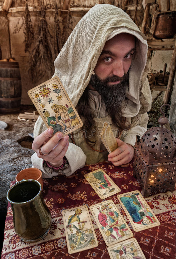 O leitor de cartão do tarô foto de stock royalty free