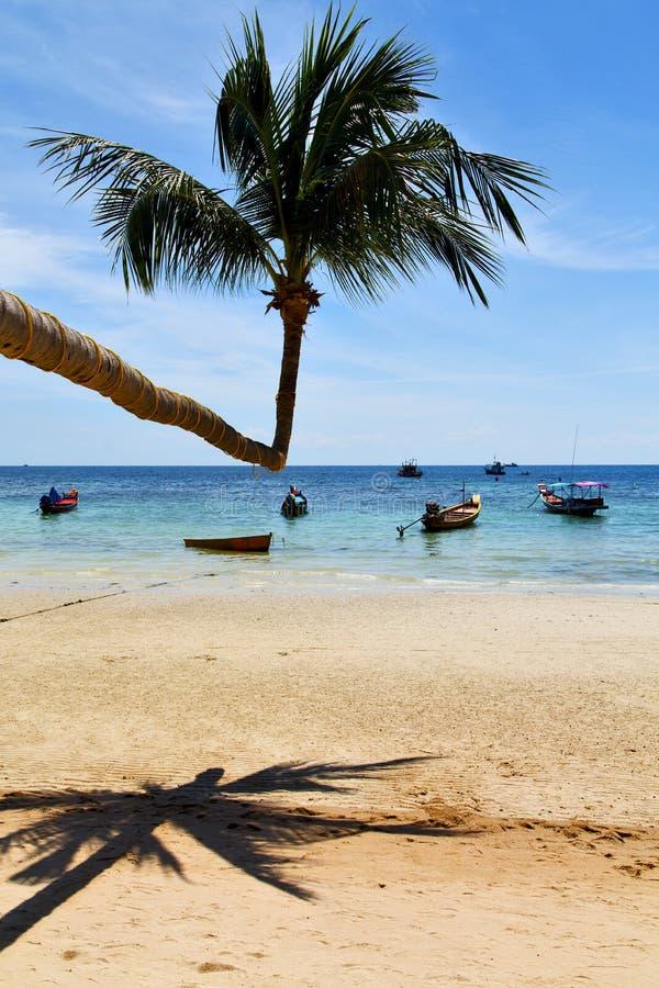O ligt Ásia de Sun na baía de tao do kho balança o barco Tailândia imagem de stock