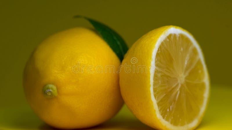 O limão fresco frutifica vista macro, ácido cítrico, ingrediente de refrescamento da limonada, dieta foto de stock royalty free