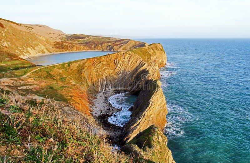O litoral de Jurasic com angra de Lulworth, Purbeck, Dorset imagens de stock royalty free