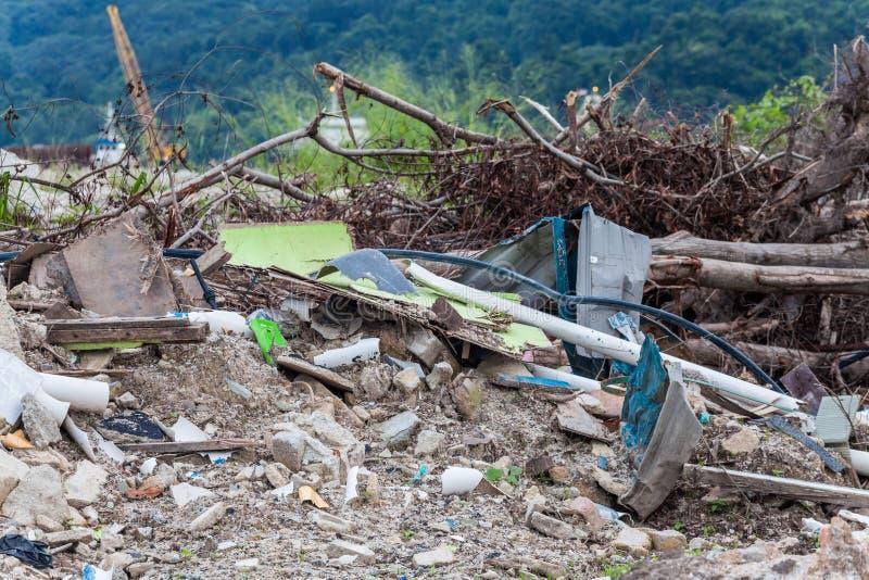 O local da sucata que indica o desastre gosta do tsunami, do terremoto, do furacão e do tufão fotografia de stock