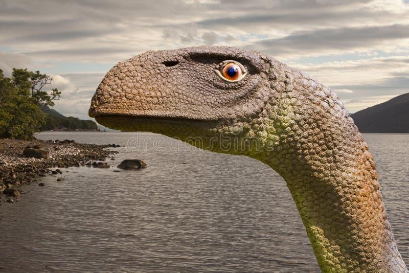 O Loch Ness Monster ou o Nessie são uma criatura disseram habitar Loch Ness nas montanhas escocesas foto de stock royalty free