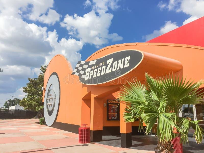 O logotipo da caracterização center do divertimento de SpeedZone Dallas vai-kart raci fotos de stock royalty free