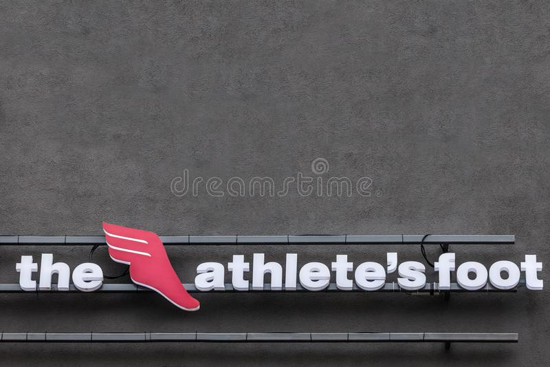 O logotipo do pé do ` s de Athelete em sua loja principal para Belgrado Igualmente sabido como TAF, é um varejista global suíço d fotos de stock royalty free