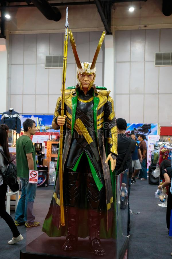 O Loki, super-herói da maravilha representa promove o filme em Banguecoque, Tailândia foto de stock royalty free