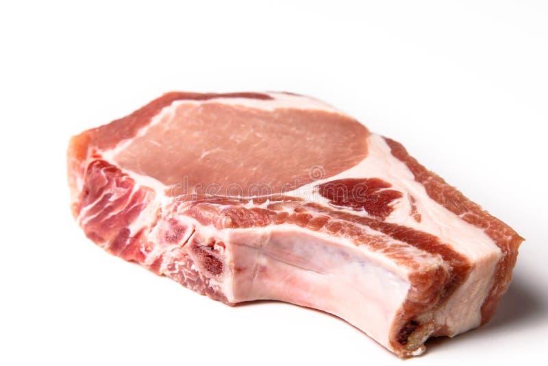 O lombo de carne de porco cru no osso cortado em bifes for O osso esterno e dividido em