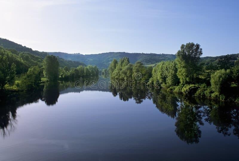 O lote midi pyrenees france do rio fotos de stock