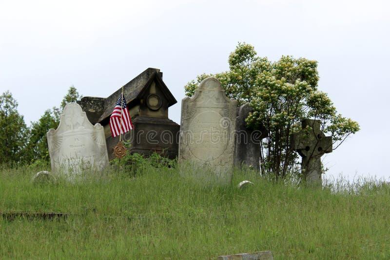 O lote velho da família no cemitério, com lápides recorda o passado, cemitério de Greenridge, Saratoga, New York, 2018 fotos de stock