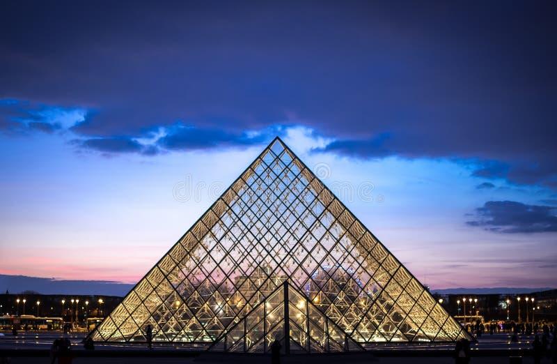O Louvre fotos de stock