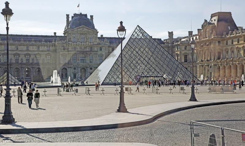 O Louvre, Paris, France imagens de stock