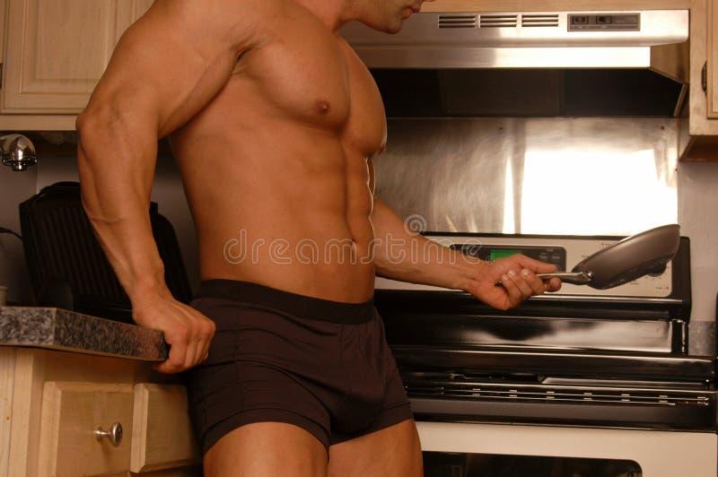 O lugar de um homem está na cozinha fotografia de stock