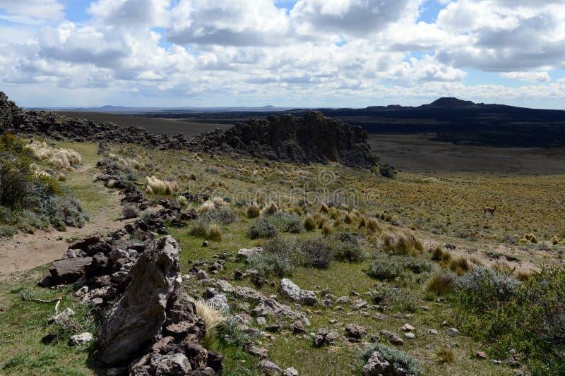 O lugar habitado por tribos indianos antigos no parque nacional Pali Aike imagens de stock royalty free