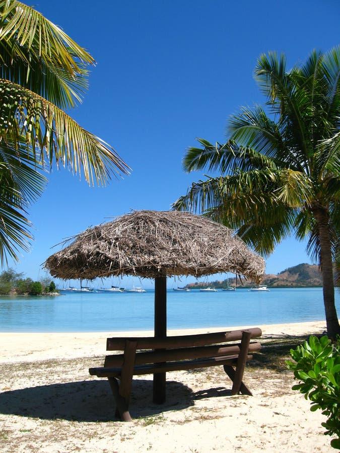 O lugar para relaxa pelo oceano, Fiji fotos de stock