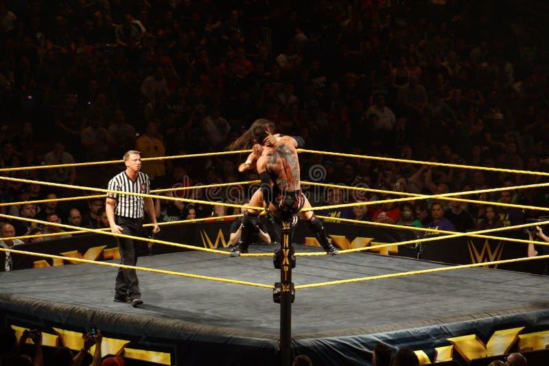 O lutador masculino Finn Balor de NXT luta com Adrian Neville no anel fotos de stock
