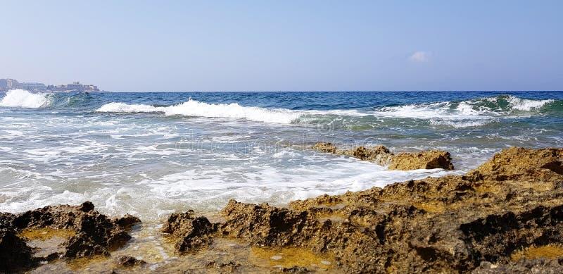 O luxo de Malta apedreja a baía imagem de stock royalty free