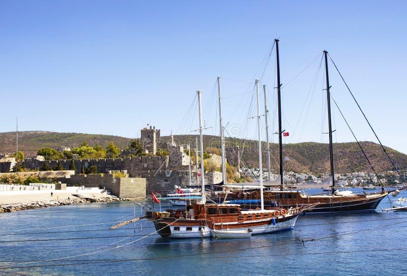 O luxo yachts barcos de navigação foto de stock royalty free