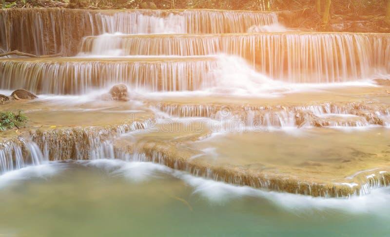 O múltiplo natural mergulha cachoeiras tropicais fotografia de stock royalty free