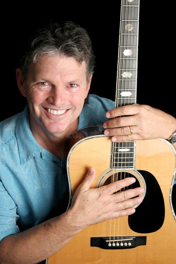 O músico ama a guitarra fotografia de stock royalty free