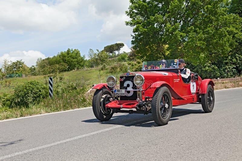 O M. 665 SMM Superba (1930) funzionano in Mille Miglia 2014 immagini stock