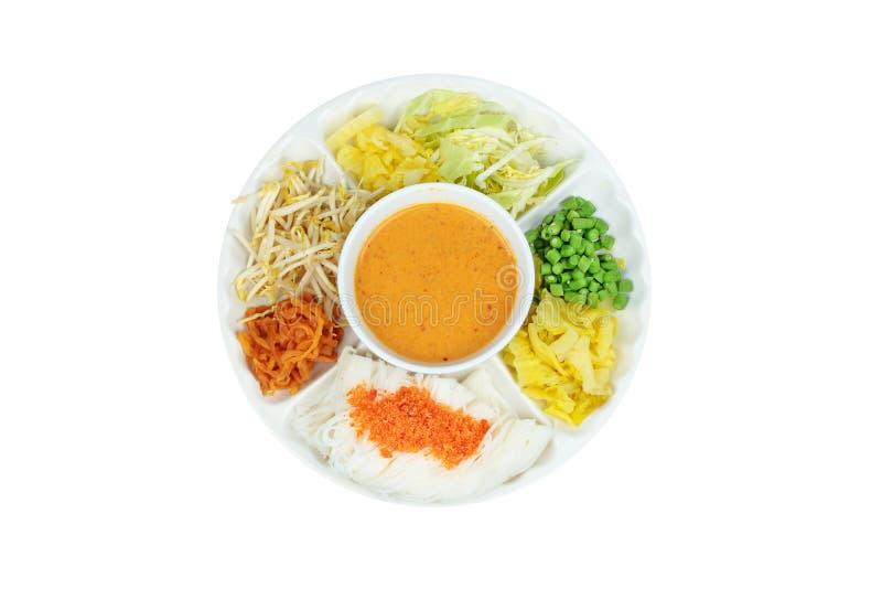 O macarronete de arroz coberto triturou o camarão secado servido com caril dos peixes dentro fotos de stock royalty free